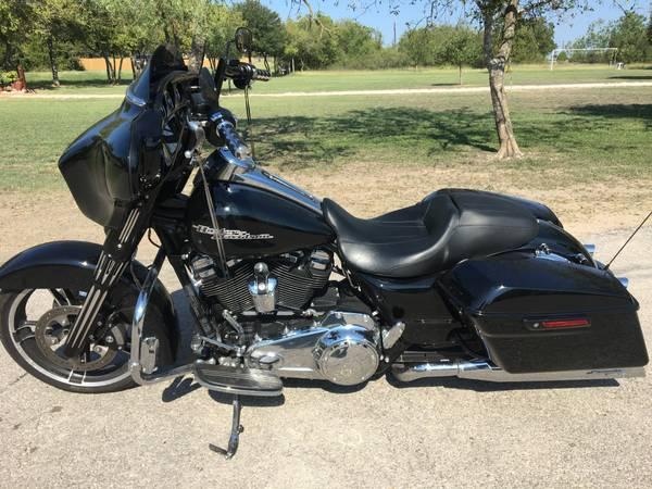 Photo Harley Davidson Street Glide - $18,500 (New Braunfels)