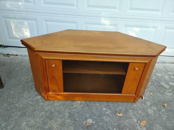Photo MCM Oak Corner TV Stand - $40 (Pflugerville)