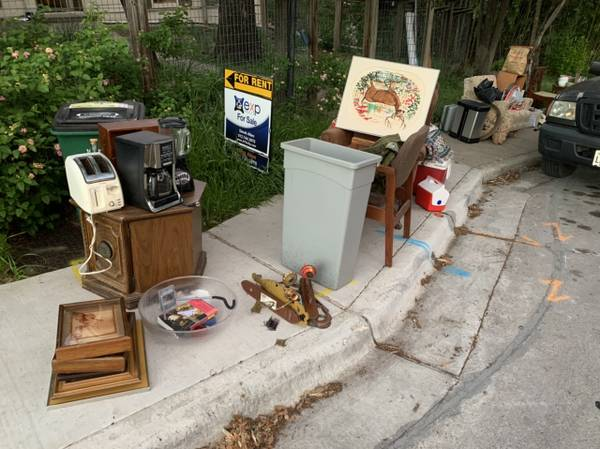 Photo Moving out, free stuff on curb (Austin)
