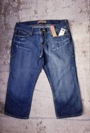 Photo NEW Old Navy Low Waisted Capris Jeans Size 10 - $15 (Central  Barton springs)