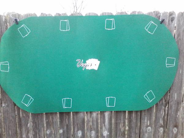 Photo OVAL ROLL UP POKER TABLE TOP. PLUS CASE. NEW - $25 (Leander)