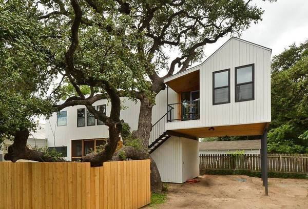 Photo Our trendy studio tree house is bright, open and in the cloud (Austin, TX)