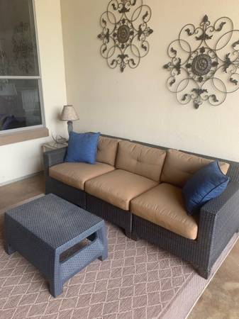 Photo Outdoor Furniture - $125 (leander)