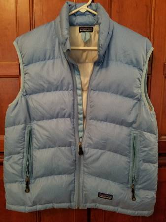 Photo Patagonia Womans Down Puffy Vest - $80 (Georgetown)