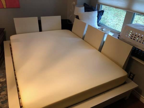 Photo Pottery Barn Teen Platform Bed (Double) - $50 (Austin)