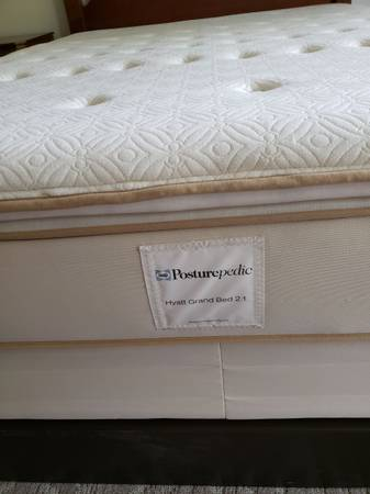 Photo Queen size Pillow Top Sealy Posturepedic mattress and box spring - $125 (Kyle)
