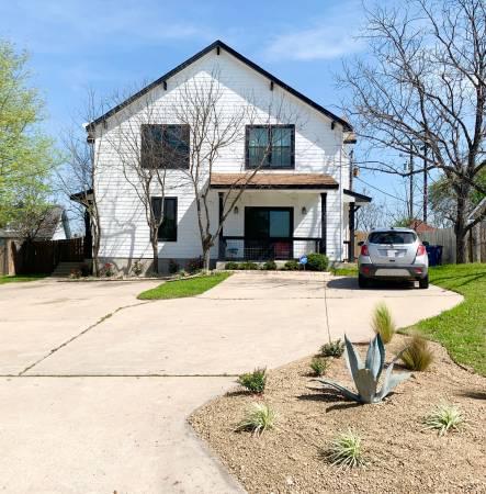 Photo Room 4 Rent in Spacious Modern Barn House Duplex (The Domain)