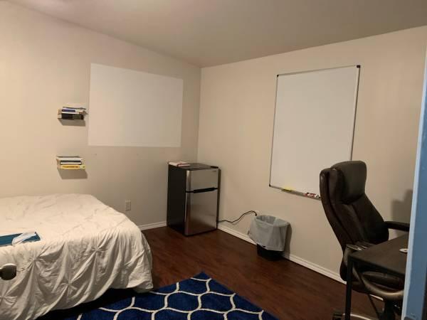 Photo SWEET TINY HOUSE unique and inexpensive, wifi, mini fridge $500 ABP (S. Austin)