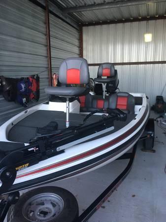 Photo Skeeter Bass Boat - $12,000 (Brenham)