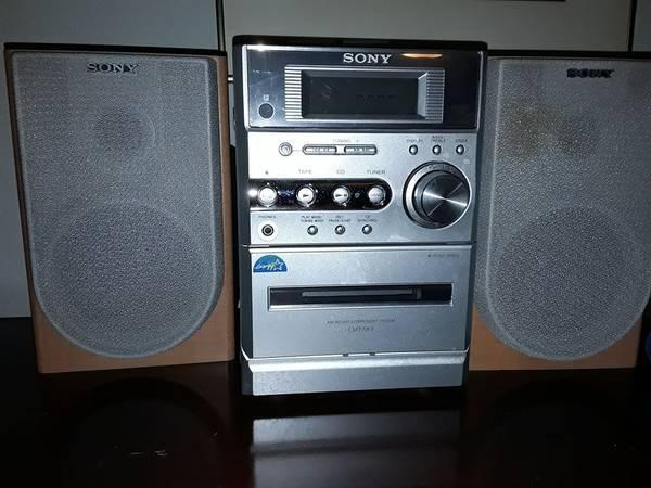 Photo Sony HCD CMT-NE3 CD Player Cassette AMFM Radio Shelf Mini HiFi Stereo - $40 (Round Rock)