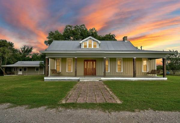 Photo Stylish Three Beds Three Bath Home On 5.5 Acres. (Red Rock)