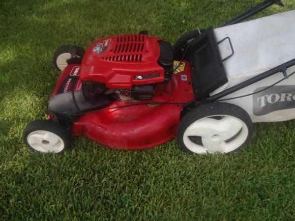 Photo Toro mower self propelled 6.5 H 22 quot - $125 (West Lake Hills)