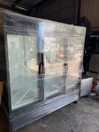 Photo True 3 glass doors cooler - $4,200 (Austin)