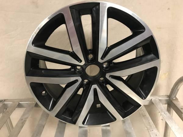 Photo VW Volkswagen Jetta GLI Wheel 5Jx18 ET51 5C0601025Borbet Alabama USA - $200 (ROUND ROCK)