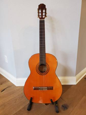 Photo Ventura Model 1588 Acoustic Guitar w Stand  Accessories - $160 (Bee Caves, TX)