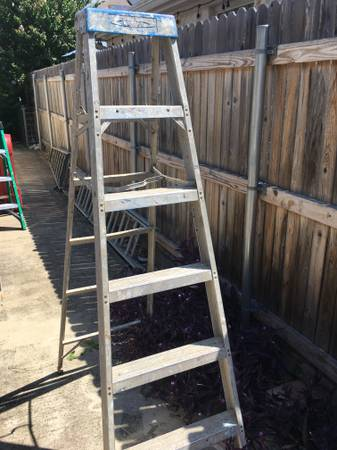 Photo Werner 6 ft aluminum step ladder -375 lb cap - $100 (South Austin by I-35 and Slaughter)