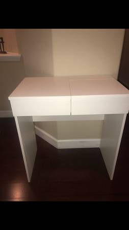 Photo White Desk - $70 (Round Rock)