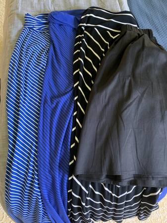Photo Womens skirts- size small - $10 (Round Rock)