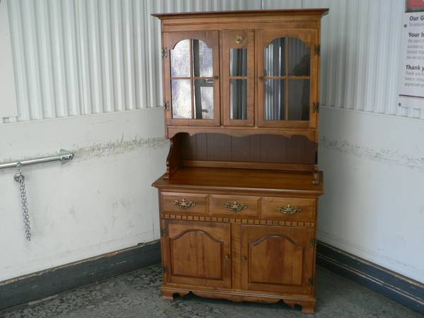 Photo Wood China Cabinet , Glass Doors - $175 (NW Austin)
