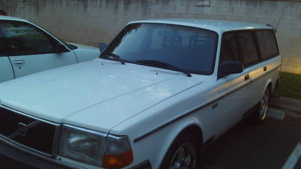 Photo a classic collectible 1993 volvo 240 runs great inline 4 - $2895 (Georgetown)