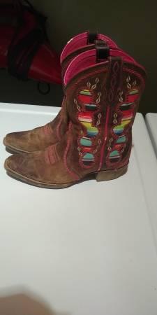 Photo girls Ariat cowboy boots - $50 (twin creek meadows)