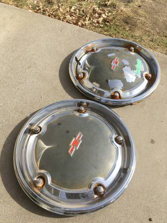 Photo 1967 Chevy C10 truck hubcaps - $80 (Stallion springs)