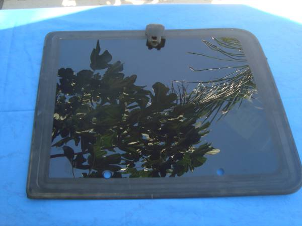 Photo 1995 chevy Driver39s side window - $25 (Bakersfield)