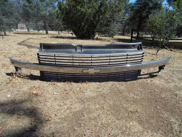 Photo 1996-2005 CHEVY ASTRO VAN CHROME FRONT GRILL AND HEAD LIGHTS PARTS TO - $100 (EAST BAKERSFIELD)
