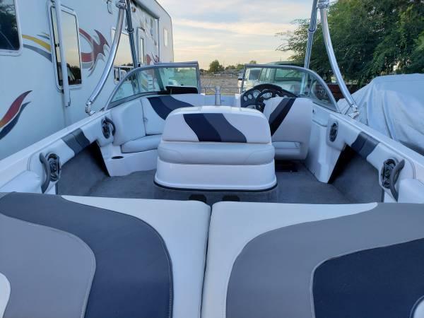 Photo 2007 moomba 21 ft open bow ski boat. - $20,000 (corcoran)