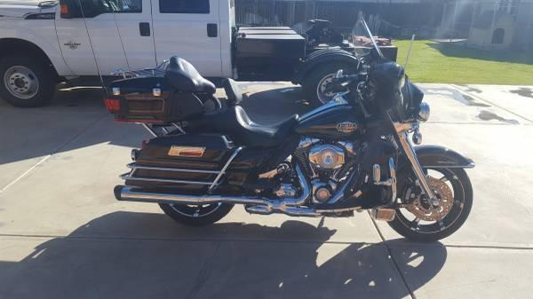 Photo 2010 Harley Davidson Ultra Classic - $14,000 (Bakersfield)