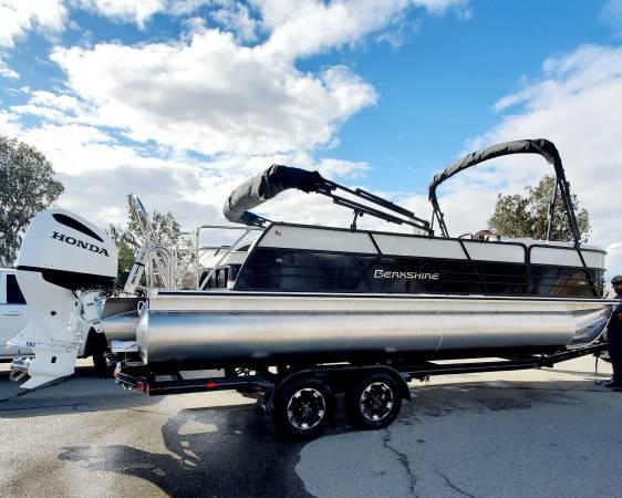 Photo 2021 Pontoon Boat - $74,999 (Bakersfield)