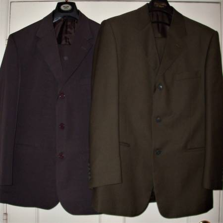 Photo 4 COLOR MENS BUSINESS SUITS WITH PANTS - $8 (BAKERSFIELD)