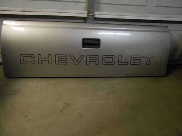 Photo CHEVY GMC TRUCK FACTORY TAILGATE 1988-1998 - $125 (KERN COUNTY CA.)