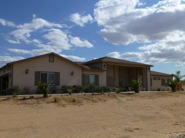 Photo CUSTOM BUILT HOME FOR SALE - 2 ACRES OF LAND (TWENTYNINE PALMS)