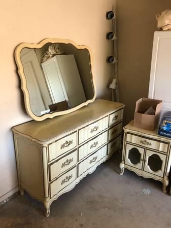 Photo Downsizing Estate Sale 1106-1107 (San Luis Obispo)