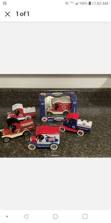 Photo Gearbox coin bank trucks for $15 each with keys - $15 (Bakersfield)