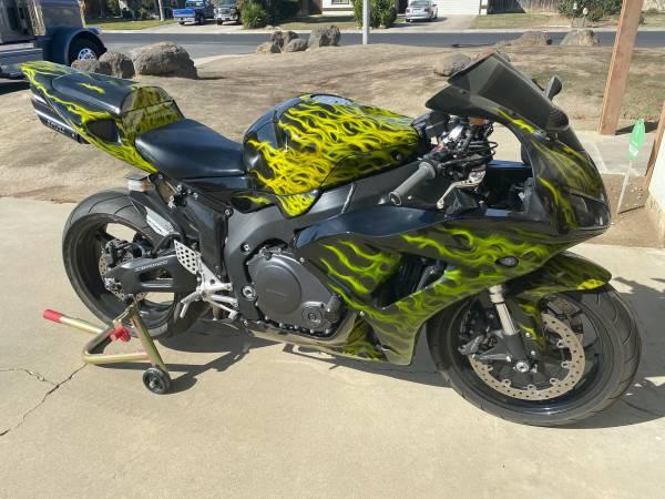 Photo Honda CBR 1000rr 2007 - $6,200 (Visalia CA)