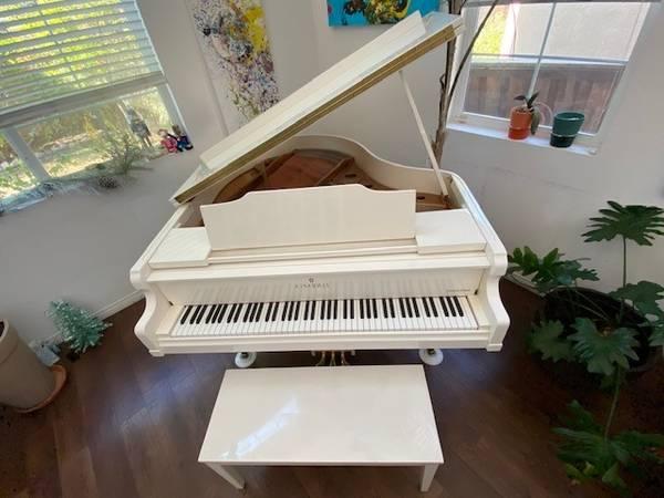 Photo Ivory Kimball Viennese Classic Baby Grand Piano - $2,000 (Bakersfield)