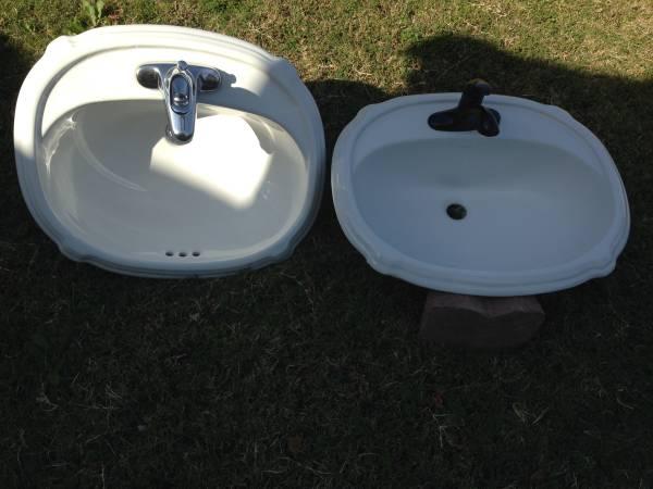Photo Kohler Bathroom Sink - $125 (NW Bakersfield)