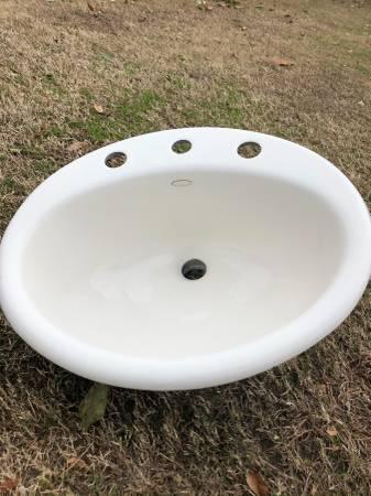 Photo Kohler Bathroom Sink - $20 (Bakersfield)