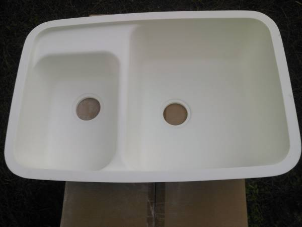 Photo NEW DOUBLE BOWL KITCHEN SINK MAN MADE STONE - $125 (Bakersfield)