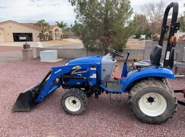 Photo New Holland Boomer 25 4x4 Tractor (Call Us About Our Lay-A-Way Program Today)