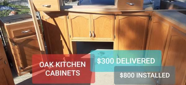 Photo OAK KITCHEN CABINETSNICE - $300 (Bakersfield)