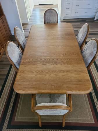 Photo Oak dining room table - $400 (Tehachapi)