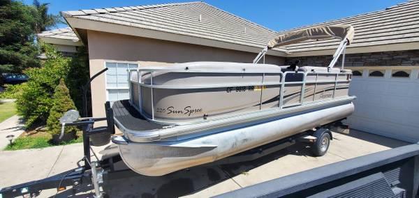 Photo Premier 22ft Pontoon Boat 115HP (Bakersfield)