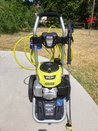 Photo Ryobi 3000psi gas pressure washer like new BC COLLEGE AREA - $300 (Bakersfield)