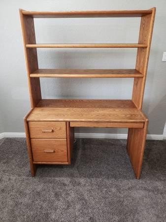 Photo Solid oak desk - $400 (Bakersfield)