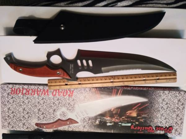 Photo The road warrior 16-inch Bowie knife - $20 (Bakersfield)