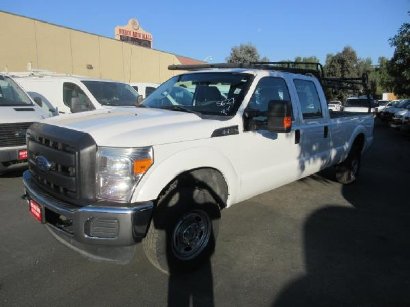 Photo Used 2015 Ford F250 4x4 Crew Cab Super Duty for sale