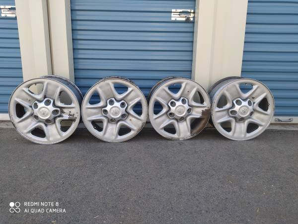 Photo Used set of 4 Toyota Tundra 18 inch wheels for sale - $120 (Porterville)